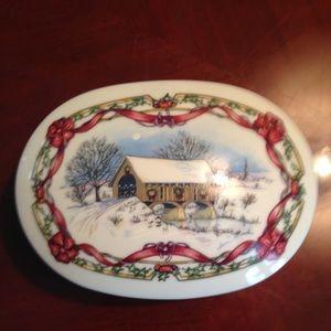 Vintage 1991 Heritage Christmas Music Box